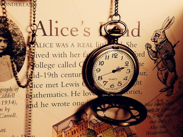 Alice-in-wonderland-clock-cool-photography-Favim.com-630749