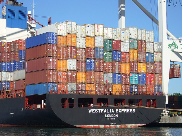 A ship filled with containers Creative Commons - Credit Jim Bahn https://www.flickr.com/photos/gcwest/281385801/