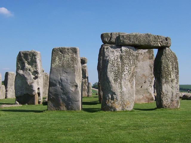 stonehenge-165247_640